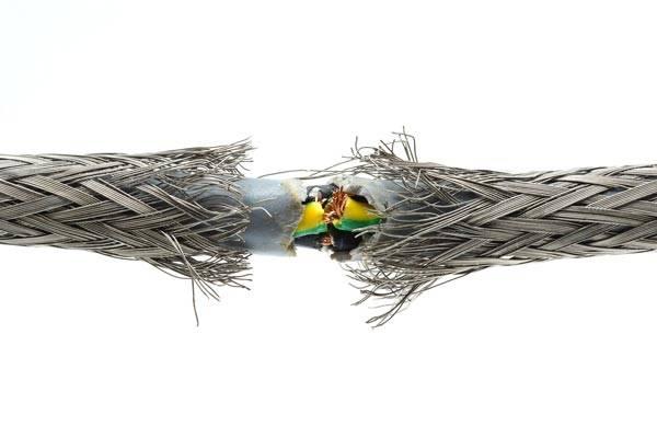 Виды повреждений оболочки кабеля и способы их устранения.