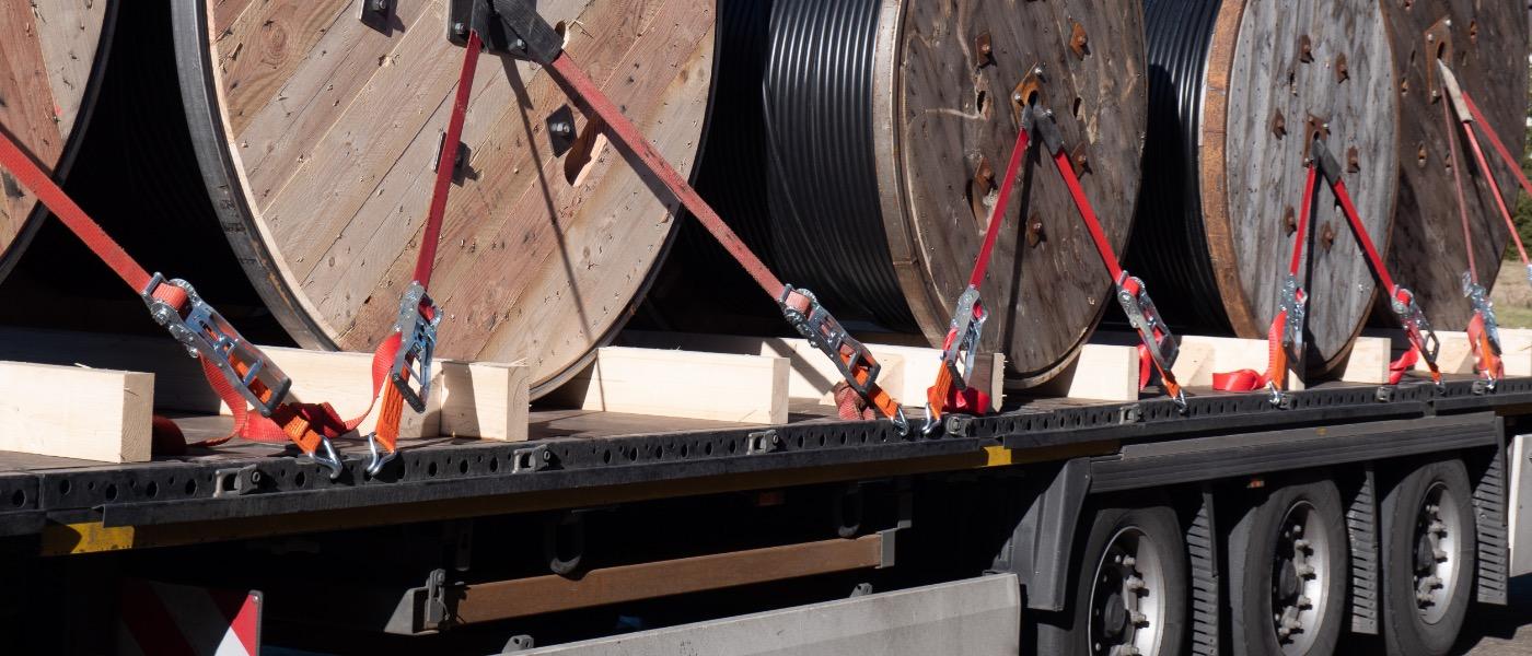 Доставка кабелей связи в деревянных барабанах
